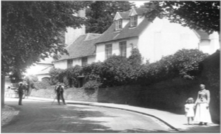 A Frith photographer at Work on St Peter's Hill, Caversham 1908, 59971x.